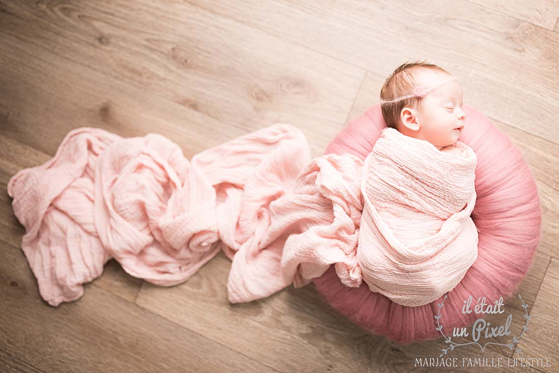 Séance photo newborn posing en studio